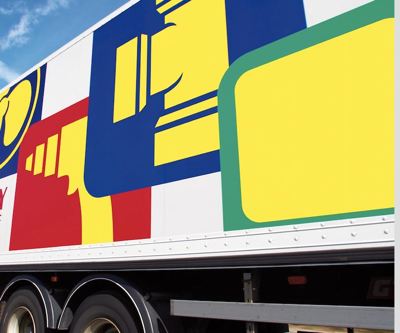 Schweizer Großhandel im Verkaufsregal Deal International