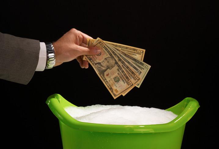 Badausstatter möglicherweise betroffen Geldwäscheskandal